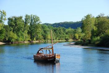 Le bateau et son cadre naturel - image #287053 gratis