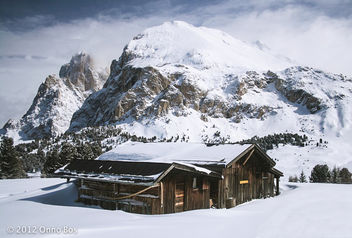Old hut coverted in snow in the Italian alps - бесплатный image #287203