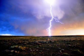 Lightning striking Horseshoe Bend on Seedskadee NWR - бесплатный image #293053
