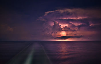 Fleeing the Storm - Kostenloses image #301093