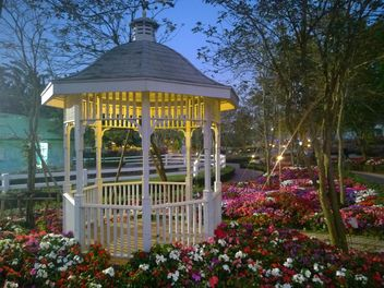 Pavilions at the park - image gratuit #301403