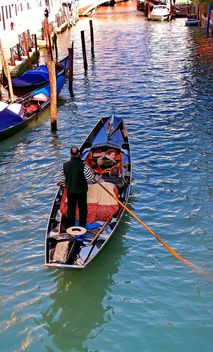Gondola boat in Venice - image gratuit #301423