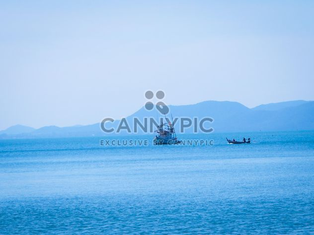Boot im Meer bei Koh Si Chang - Kostenloses image #301583