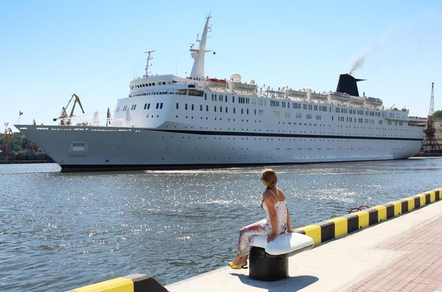 large beautiful cruise ship at sea - Kostenloses image #301603