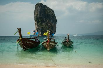 fishing boats moored on the coast - image #301673 gratis