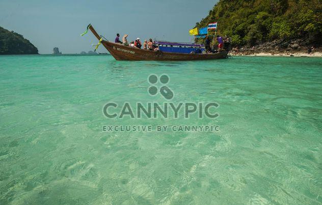 bateaux de pêche amarré sur la côte - image gratuit #301683