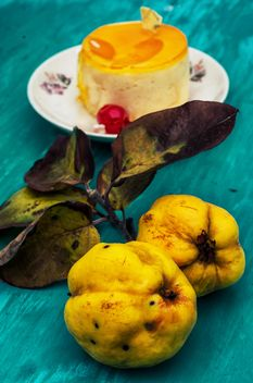 Quinces and cake on wooden table - бесплатный image #302063