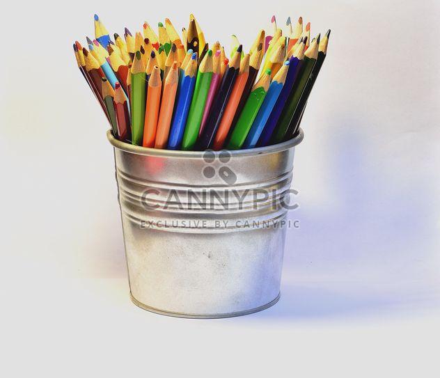 Красочный карандаши в ведро - бесплатный image #302823