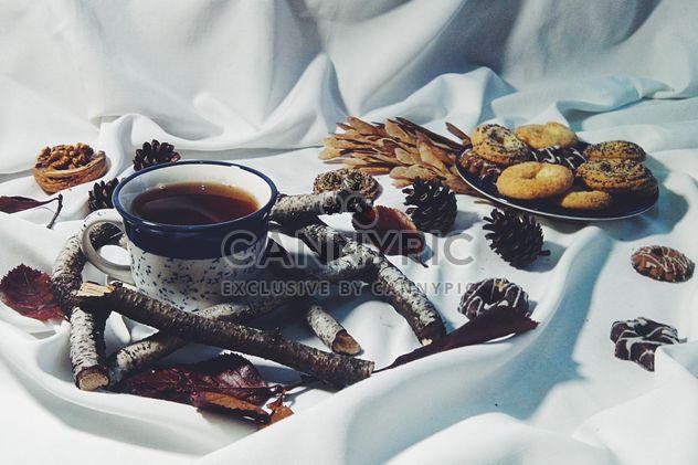 Schwarzer Tee und cookies - Kostenloses image #302853