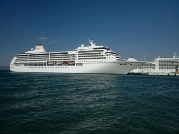 White Cruise Ship - image #304633 gratis