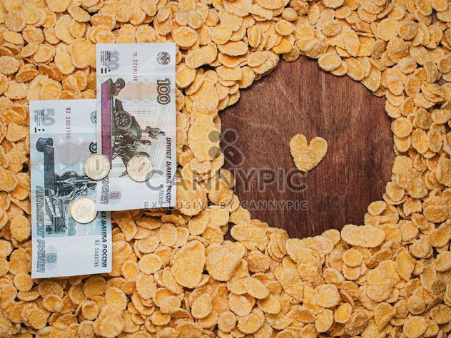 Кукурузные хлопья и деньги - бесплатный image #304693