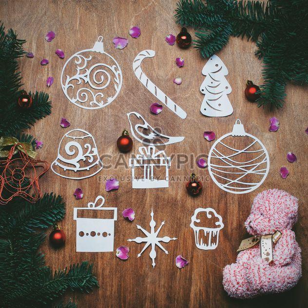 Плюшевого мишку и рождественские украшения - бесплатный image #305403