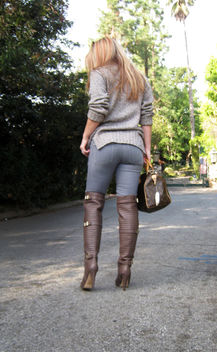 butt in jeans+over the knee boots+sweater+hair+louis vuitton bag - image gratuit #314513