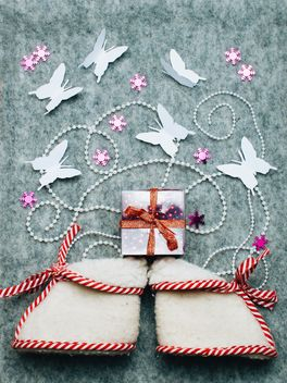 Tiny boots, gift and butterflies - image gratuit #327283