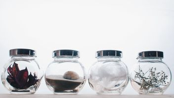 Small jars with decorations - бесплатный image #327313