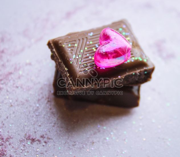 Chocolate cubes decorated with glitter - image gratuit #327773