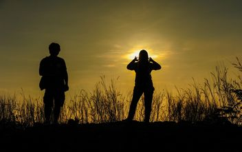 silhouettes of friends - image gratuit #328163