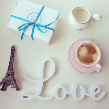Word Love, cup of coffee and box of macaroons - image gratuit #329073