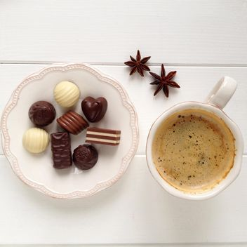 Cup of coffee, candies and anise - image #329093 gratis