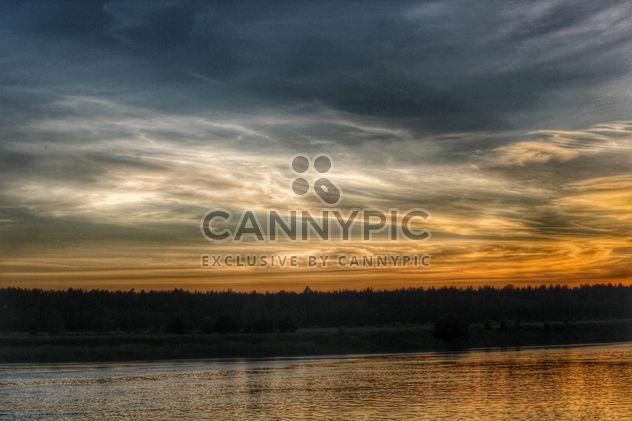 Puesta de sol en un lago - image #329953 gratis