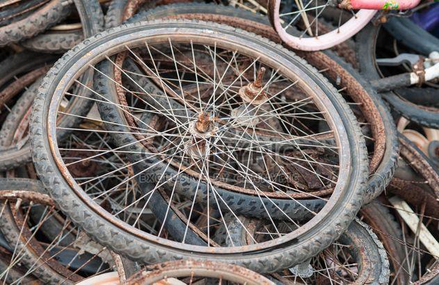 Anciennes roues de bicyclette - image gratuit #330373