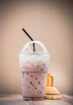 Iced coffee in plastic glass - image gratuit #330433