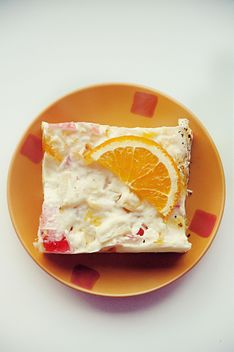 Piece of orange cake - image gratuit #330723