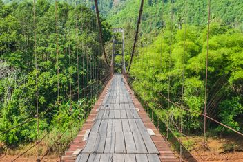 pedestrian bridge in forest - image #330993 gratis