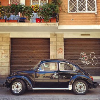 Black Volkswagen beetle - image gratuit #331333