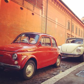 Old cars parked in street - image gratuit #331413