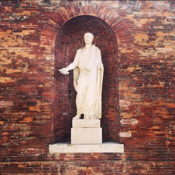 Statue in brick wall, Rome, Italy - бесплатный image #331803