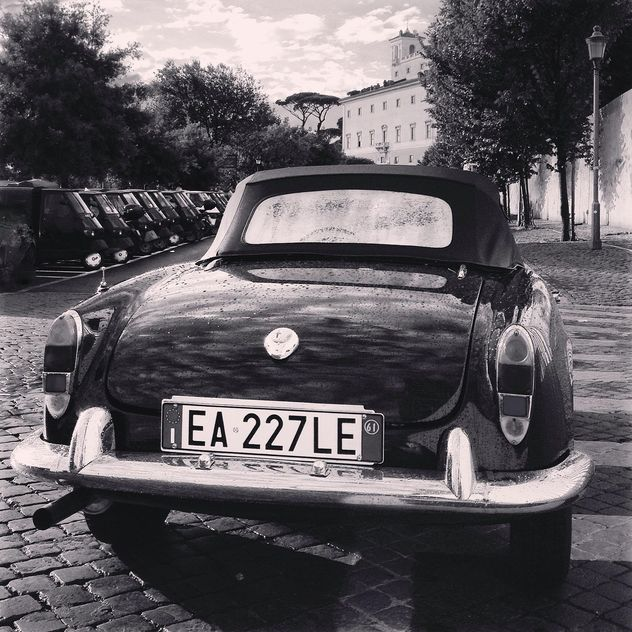 Retro Alfa Romeo car - image gratuit #331843
