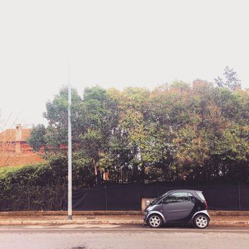 Smart car parked on the road - image gratuit #331983