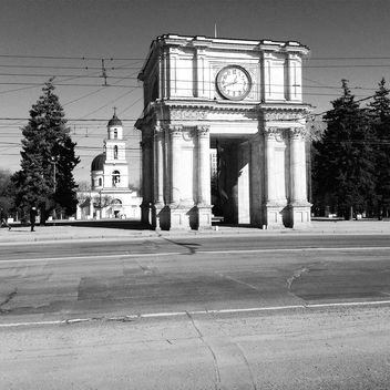 Triumphal Arch at Great National Assembly Square, Chisinau - image #332103 gratis