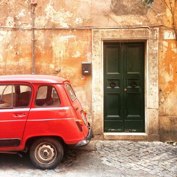 Old red Renault car - image gratuit #332273