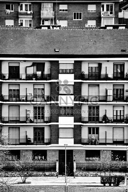 Fachada del antiguo edificio Italiano - image #333583 gratis