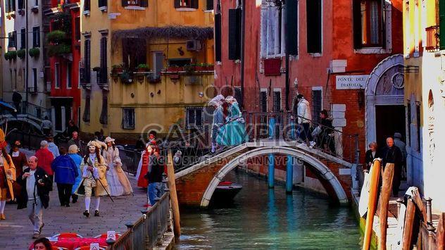 Góndolas en el canal de Venecia - image #333643 gratis