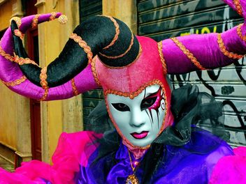 people in masks on carnival - image gratuit #333663