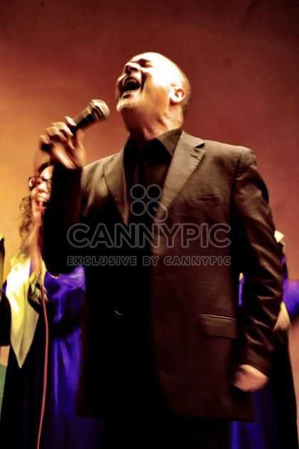 Люди в фиолетовые дровяная петь Евангелие - бесплатный image #333773