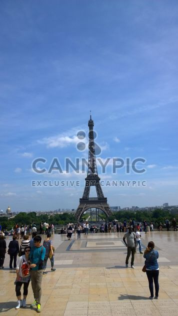Tourists watching Eiffel Tower at Tracadero - Free image #334233