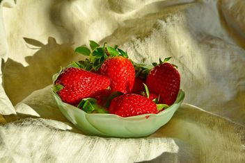 still life of strawberries - image #334273 gratis