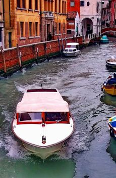 Boats on Venice channel - Free image #334973