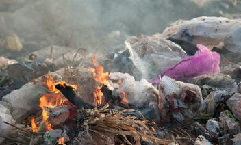 Pile of waste and trash - image gratuit(e) #337513