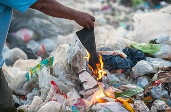 Burning waste and trash - Kostenloses image #337523