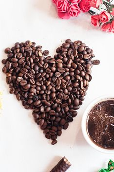 Coffee beans and cup of coffee - image gratuit #337893