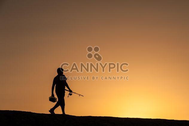 Силуэт рыбака на закате - бесплатный image #338523