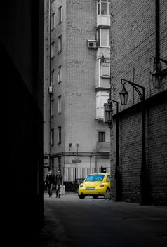 Yellow car in street - image #339143 gratis