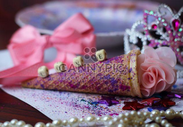 Cone de sorvete com fitas e estrelas - Free image #341523