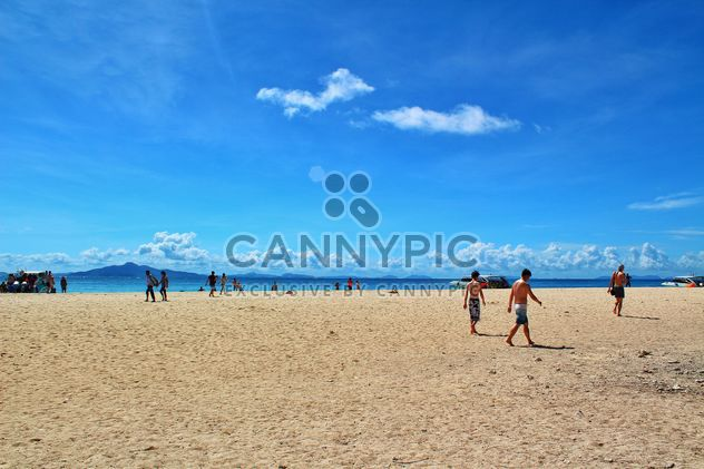 Personnes à la mer de sable à krabiisland, Thaïlande - image gratuit #342463