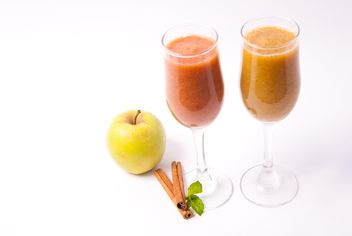 Citrus fresh juice in two glasses with cinnamon and apple - бесплатный image #342503